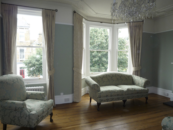Pinch Pleated On Bay Window And Straight Pole Maida Vale West London